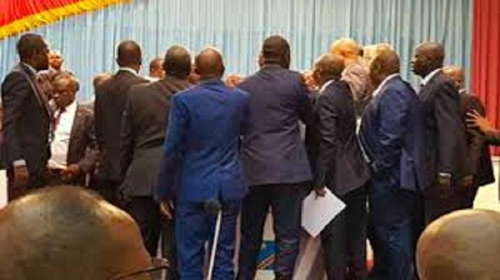 RDC : En séjour à Beni Félix Tshisekedi reçoit « deux gifles » en direct du Parlement
